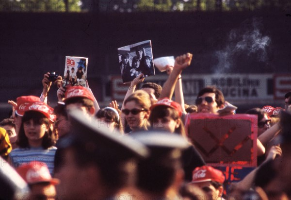 Fans attendant un concert des Beatles
