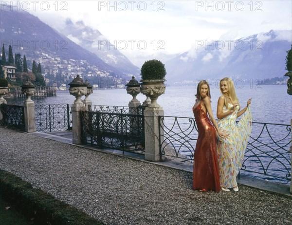 Carla Bruni et Karen Mulder en Versace