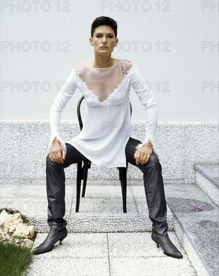 Lynne Koestler en Christian Dior, 1998