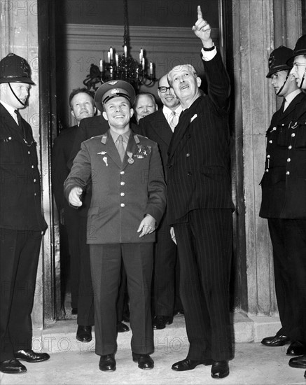 Youri Gagarine et Harold Macmillan