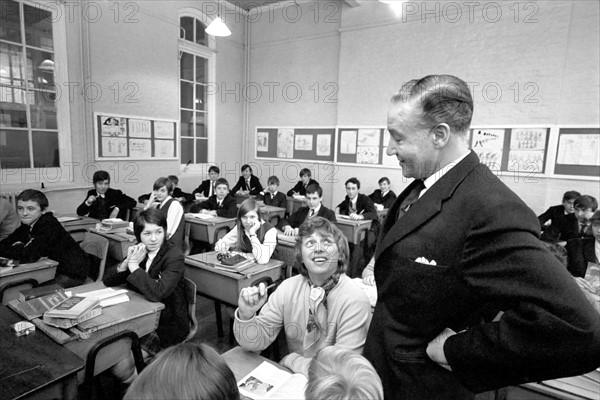 Tommy Steele, Bacon's School en Angleterre