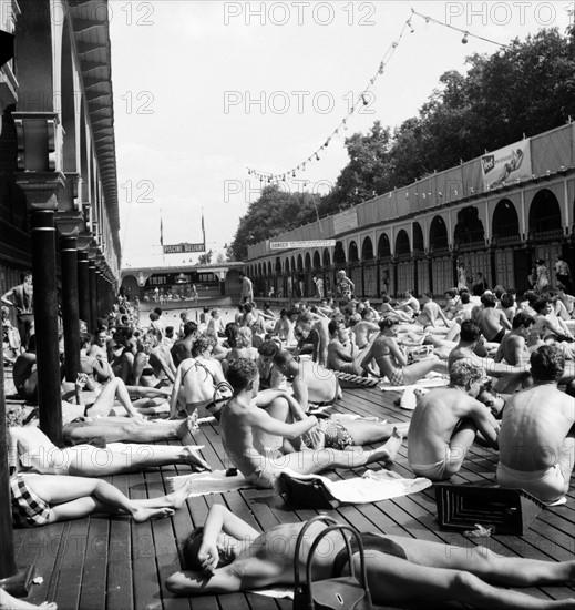 Paris août 1953